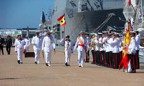 El vicealmirante Santiago Bolívar, pasando revista.