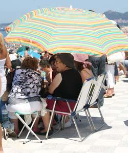 Si no hay sitio en la playa, se hace.