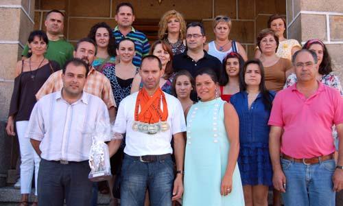 Alberto Costa coas 10 medallas na recepción no concello de Mos.