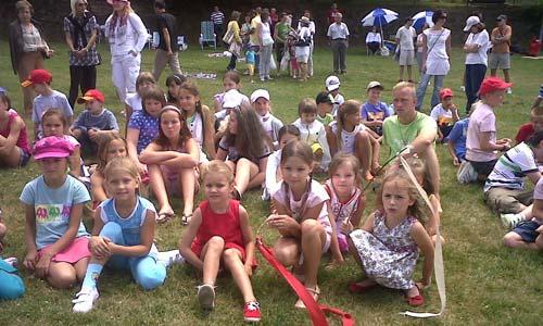 Niños y familias pasaron el día juntos en Santiago.