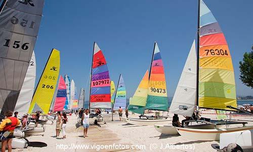 Una de las ediciones anteriores del Raid Rías Baixas de Catamaranes. Foto: www.vigoenfotos.com (J. Albertos)