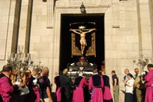 Salida de la procesión del Cristo Vigo/Tresyuno Comunicación