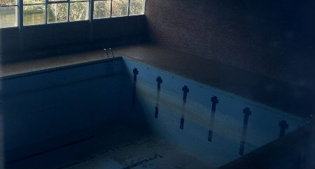 Estado en el que está la piscina de la antigua Escuela de Transmisiones de la Armada
