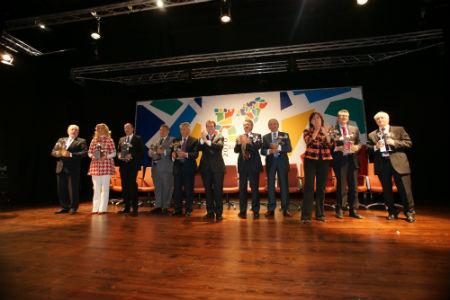 Entidades premiadas bicentenario/Tresyuno Comunicación