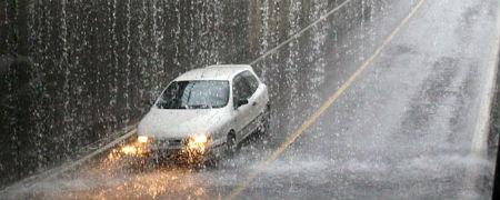 Tráfico con lluvia