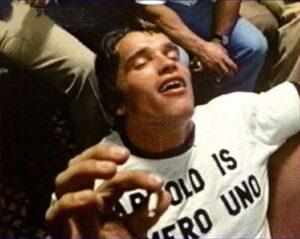 El gobernador Arnold Schwarzenegger, fumando marihuana en su juventud.