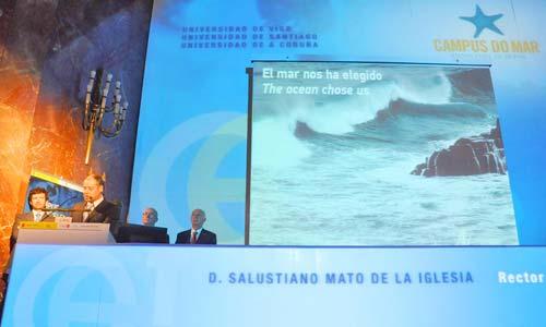 El rector, Salustiano Mato, durante la presentación del proyecto.