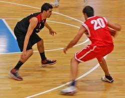 Una lesión mantendrá a Óscar Díaz 15 días apartados de las canchas.