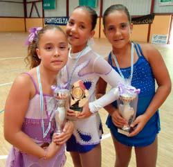 As tres patinadoras do Club de Patinaje Artístico de Covelo.