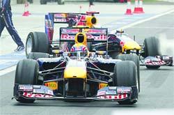 Webber y Vettel tuvieron que abandonar la carrera.