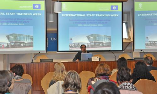 O vicerreitor de Relacións Internacionais, Manuel Fernández, deu a benvida.