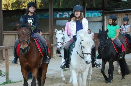 A caballo 1/Tresyuno Comunicación