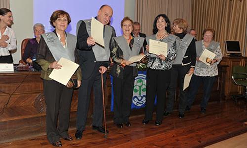 Algúns dos graduados durante o acto na EU de Estudos Empresariais.