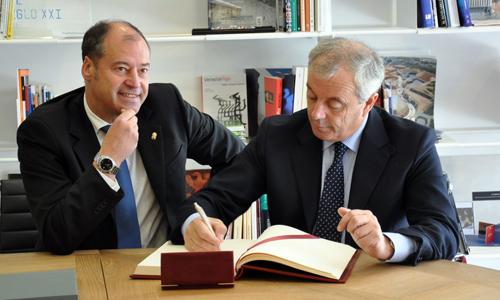 Salustiano Mato e Pachi Vázquez durante a reunión no campus vigués.