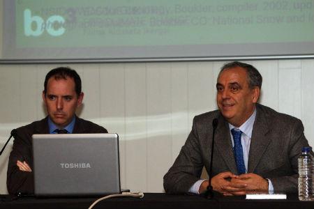 Los profesores Labandeira y Cerdá, durante la presentación/Tresyuno Comunicación