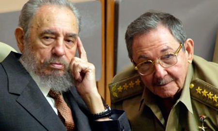 Los hermanos Fidel y Raúl Castro.