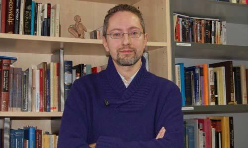 O profesor da Universidade de Vigo, Jorge L. Bueno.