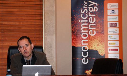 Xavier Labandeira é catedrático de Economía Aplicada na Universidade de Vigo.