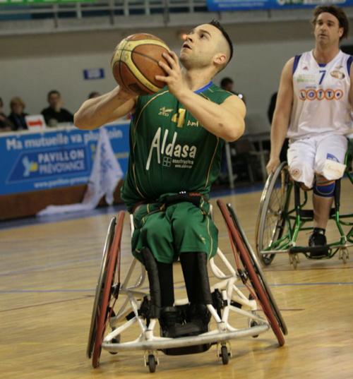 El jugador del Amfiv, Julio Vilas.