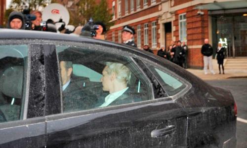 Assange se entregó en Londres.