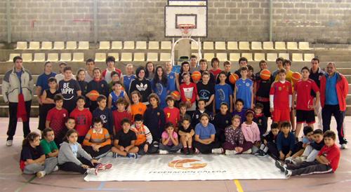 Os participantes no sexto Campus de Inverno do Club Baloncesto Seis do Nadal-Coia.