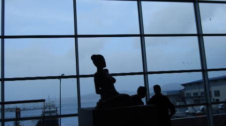 El ventanal principal se abre a la dársena de Beiramar y a la Lonja de Altura