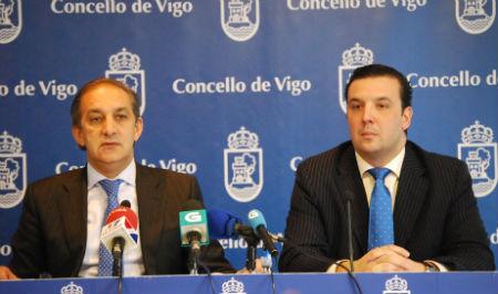 Los concelleiros del PP, Chema Figueroa y Antonio Martiño, esta mañana