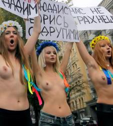 Las rusas ya protestaron en topless contra Putin.