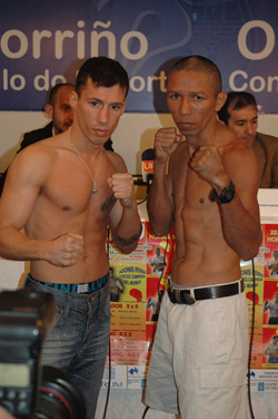 Iván Pozo y Adonis Rivas, durante el pesaje.