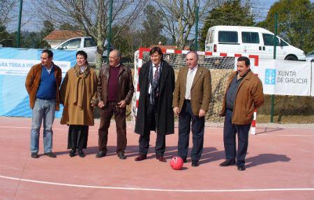 O alcalde Raúl Emilio Castro Rodríguez co secretario xeral para o deporte da Xunta, Xosé Ramón Lete, entre outras autoridades