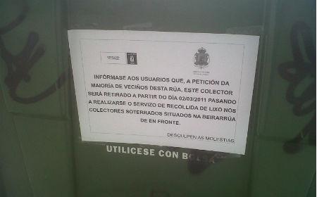 Nota colocada por el Concello en el contenedor de la rúa Pizarro
