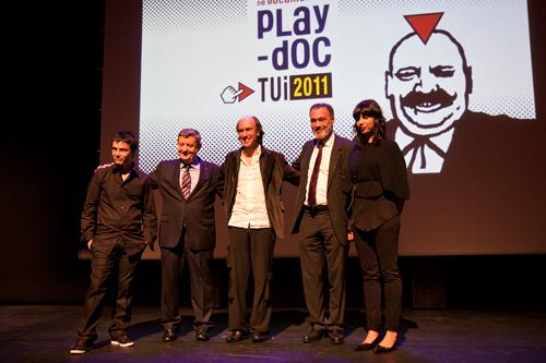 Ángel Sánchez, codirector de Play-Doc; Antonio F. Fernández, alcalde de Tui; o gaiteiro Carlos Núñez; Roberto Varela, conselleiro de Cultura; e Sara García, codirectora de Play-Doc.