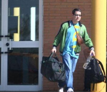El asesino Troitiño, saliendo de la cárcel de Huelva