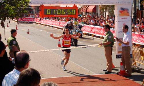 Leikhili superó el tiempo que le dio el título el año pasado.