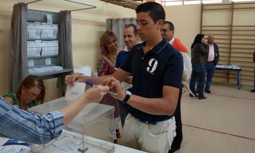 Alejandro, votando por primera vez en Canicouba.