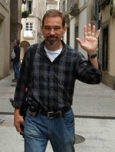 Pedro Larrauri, de UPyD, por las calles del Casco Vello.