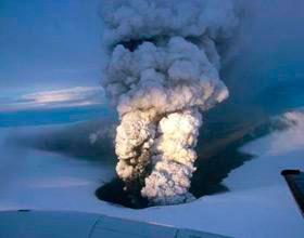 El volcán islandés Grimsvötn, en erupción.