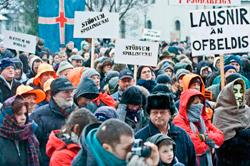 Una de las protestas realizadas en Islandia por las acciones de los bancos.