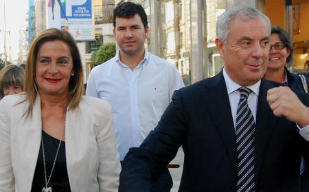 La polifacética Carmela Silva y el secretario xeral del PSdG, Pachi Vázquez, en un acto en Vigo
