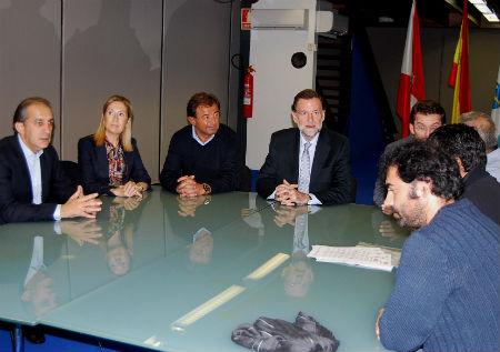 Rajoy y Feijóo con sindicatos del Naval en Vigo (Archivo)