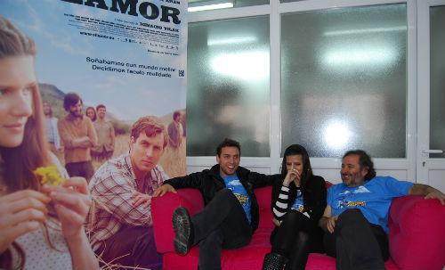 Rubén Riós e Sabela Arán, protagosnistas de 'Vilamor' e o director da cinta, Ignacio Vilar, este martes en vigoalminuto
