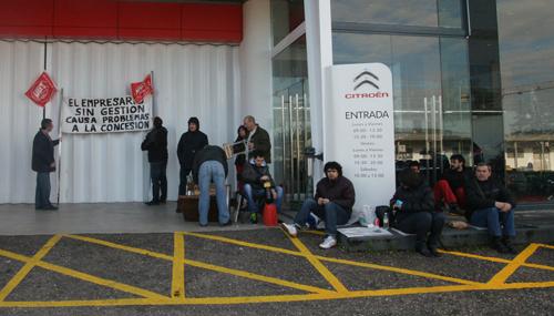 Una de las concentraciones de los trabajadores a las puertas de la empresa.