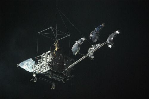 El Bruxo Queimán bajando del cielo en una carroza/Tresyuno Comunicación