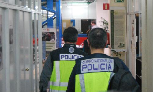 Agentes de la Policía Nacional, este mediodía en el Concello de Vigo/Tresyuno Comunicación