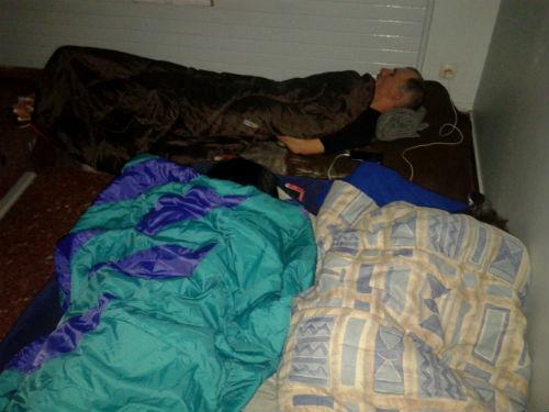 Primeira noite de folga de fame dos tres traballadores de Povisa, dentro do propio hospital