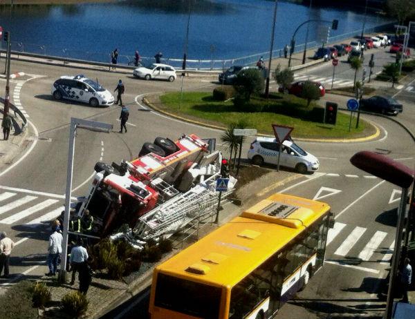 El accidente se ha producido en el Puente de Santiago/FOTO: enviada por un lector
