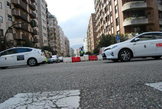 Camelias cortada al tráfico desde Álvaro Cunqueiro, este martes/Tresyuno Comunicación
