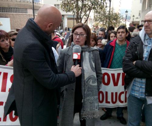 Chus Neira, atendiendo a nuestros compañeros de Cuatro TV, que se desplazó a Vigo tras una gestión de @sorluciacaram/Tresyuno Comunicación