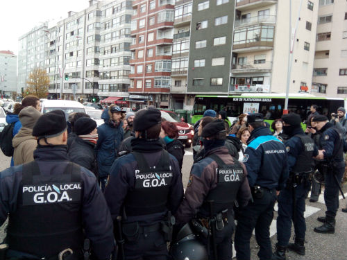 Despliegue policial na rotonda de Coia/Tresyuno Comunicación