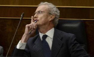 El ministro Morenés mandando callar como si el fuese quien dirige el Congreso a una iputada de la oposición